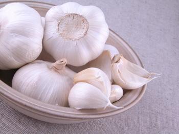 20070319105659-garlic.jpg